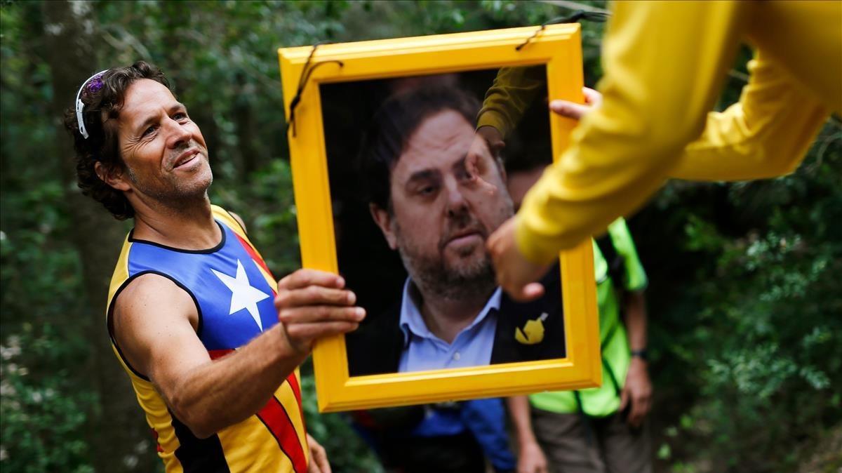 Retrato de Oriol Junqueras en un acto de apoyo a los presos independentistas en la montaña deMontserrat