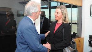 El presidente de Uruguay, TabareVázquez, recibe en Montevideo a la jefa de la diplomacia de la UE,Federica Mogherini.