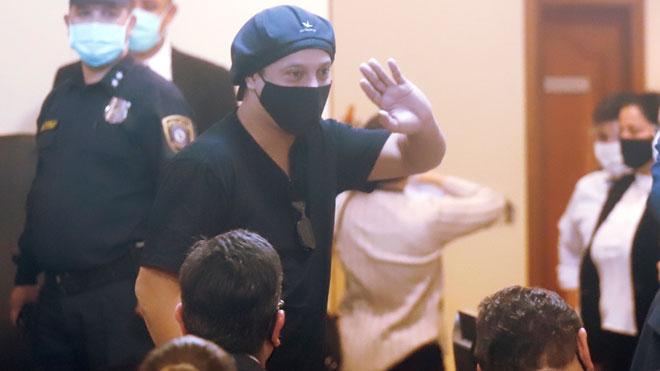 El exinternacional brasileño Ronaldinho Gaúcho fue puesto en libertad este lunes tras seis meses detenido en Paraguay, después de que el juez de garantías aceptara en audiencia preliminar la suspensión condicional del proceso por el que estaba imputado, por uso de pasaportes con contenido falso.