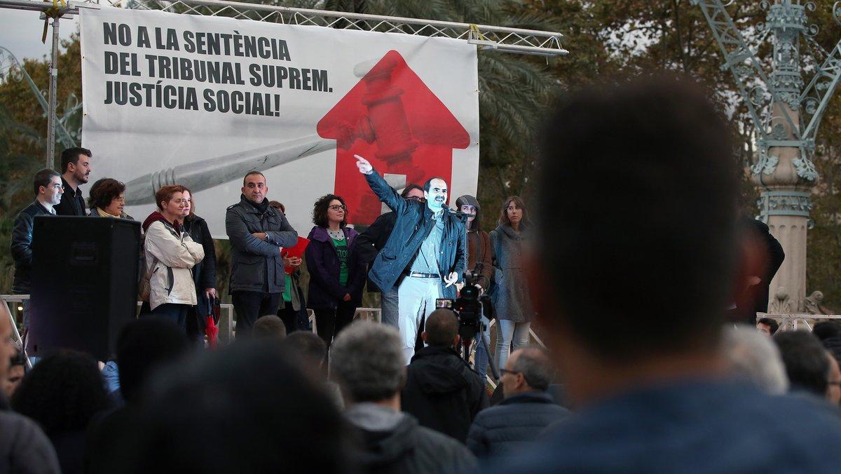 200 persones es manifesten a Barcelona contra la «injusta» decisió del Suprem