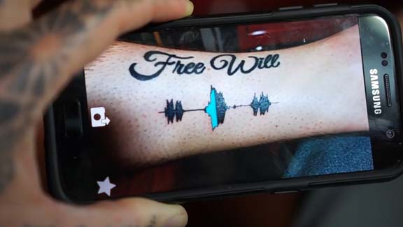 Tatuajes de sonido: el arte de grabar música en la piel