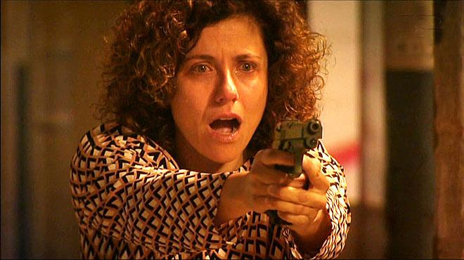 Lídia (Anna Sahun) le pega un tiro a Omar en La Riera (TV-3).