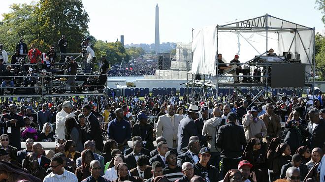 Miles de personas celebran el 20º aniversario de la Marcha del Millón de Hombres.