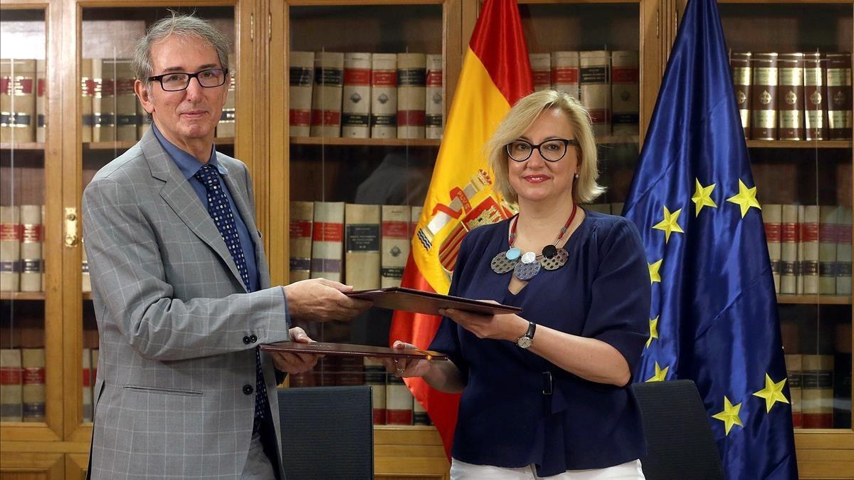 El director general de la Tesorería General de la Seguridad Social, Javier Aibar; y la directora general de la Inspección de Trabajo, Marisol Serrano, este miércoles en la firma de un convenio de colaboración.