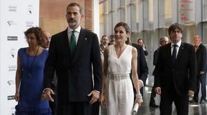 Los reyes de España y el president Carles Puigdemont llegan a los premios Princesa de Girona.