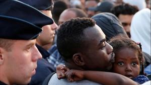 La política migratòria de Macron posa en peu de guerra associacions i intel·lectuals