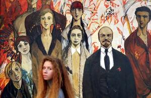 Exposición que celebra los 100 años de la Revolución de Octubre en Misk.
