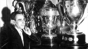 Retrato de Josep Cubells, en la sala de trofeos del Barça en los años 50.
