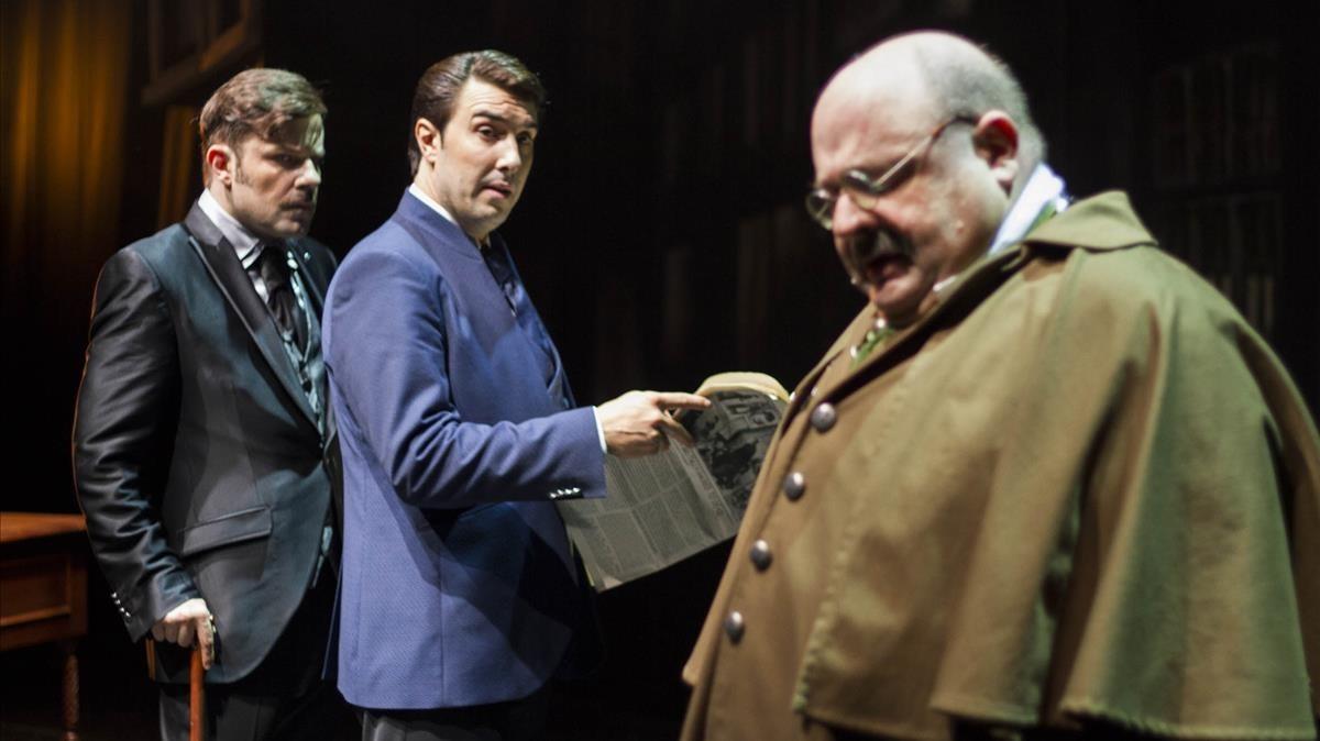 De izquierda a derecha: Javier Enguix (Dr. Watson), Arnau Puig (Sherlock Holmes) y Joan Carles Bestard (Inspector Lestrade) en 'Sherlock Holmes y el destripador'.