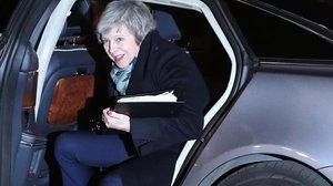 May llega al número 10 de Downing Street, su residencia oficial, donde esperó el resultado de la votación sobre el voto de no confianza del Partido Conservador.