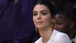 Kendall Jenner en un partido de la NBA entre Los Angeles Lakers y los Philadelphia 76ers