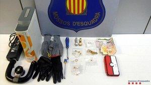 Joyas y dinero recuperados por los robos en viviendas del Barcelonès y del Vallès.