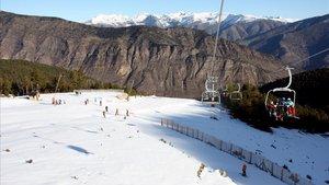 Espot obre la temporada d'esquí amb un nou telecadira