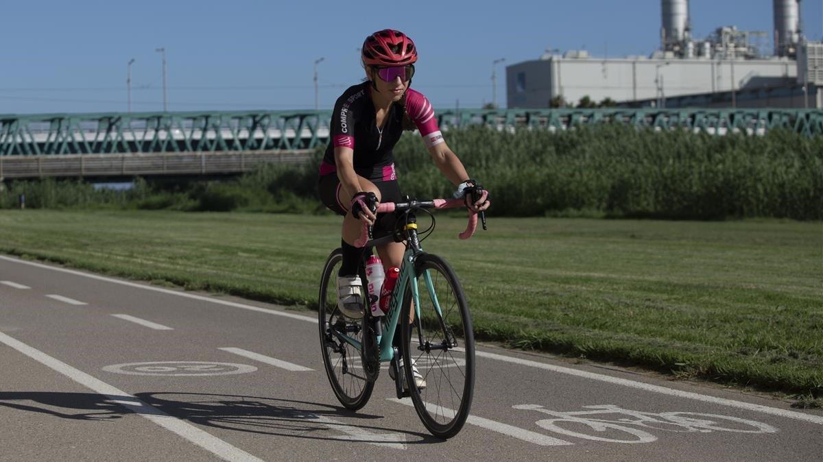 En bici al costat del riu Besòs