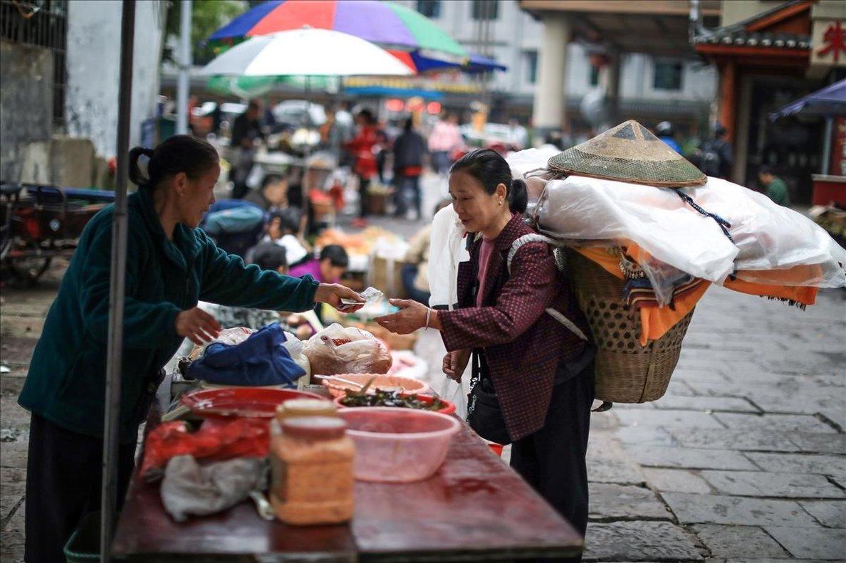 La Xina recupera la normalitat mentre el món afronta la segona onada de la Covid-19