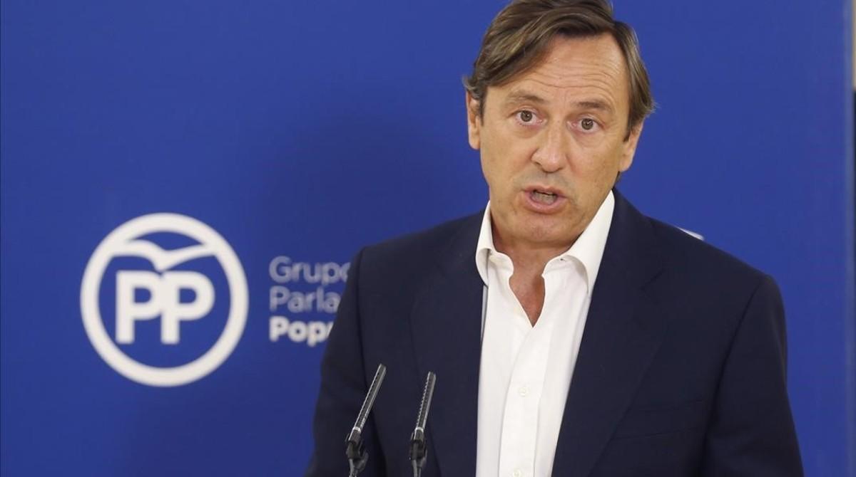 El portavoz del PP en el Congreso, Rafael Hernando, en una rueda de prensa, este miércoles, 9 de agosto.
