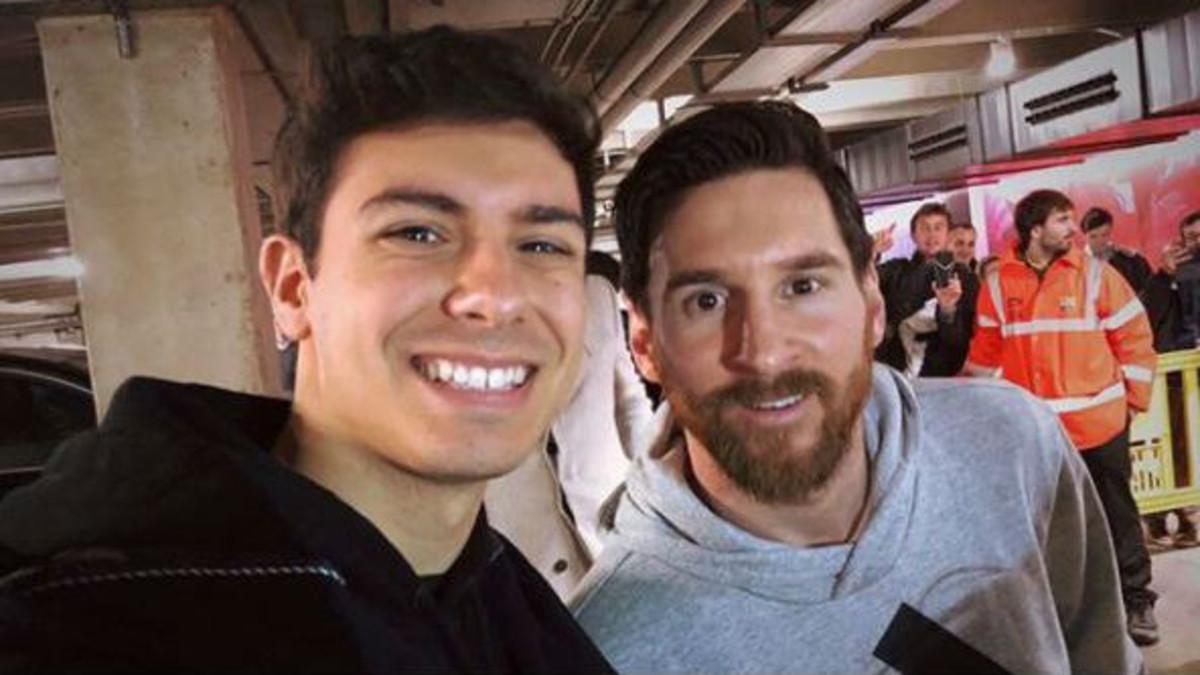 Selfie de Alfred con Leo Messi después del partido
