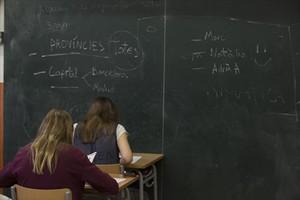 Alumnos de una escuela de Barcelona, durante una prueba.