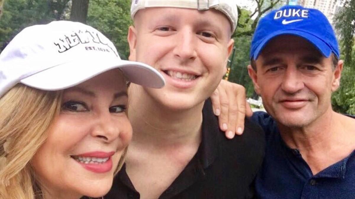 Ana Obregón junto a su hijo Álex y Alessandro Lequio.