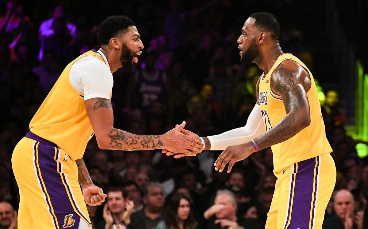 Inmenso Anthony Davis: 40 puntos y 20 rebotes para los Lakers