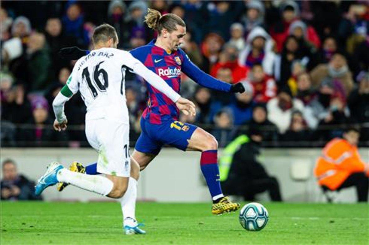 Antoine Griezmann en un lance del juego en el partido del Barça contra el Granada.