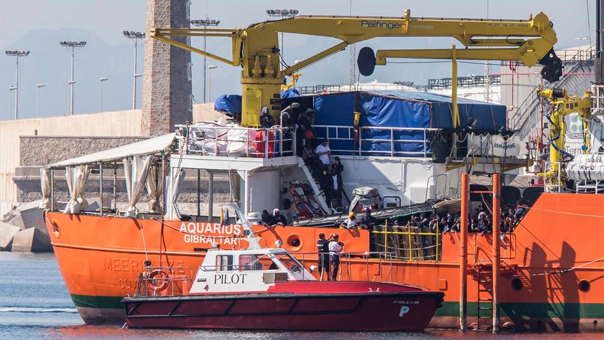 El Aquarius llega al puerto de Valencia con 106 inmigrantes a bordo