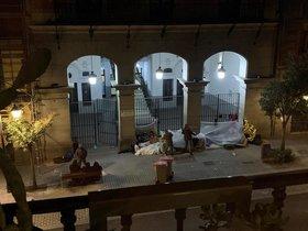 Set sol·licitants d'asil van al Defensor del Poble per denunciar la seva situació a Madrid