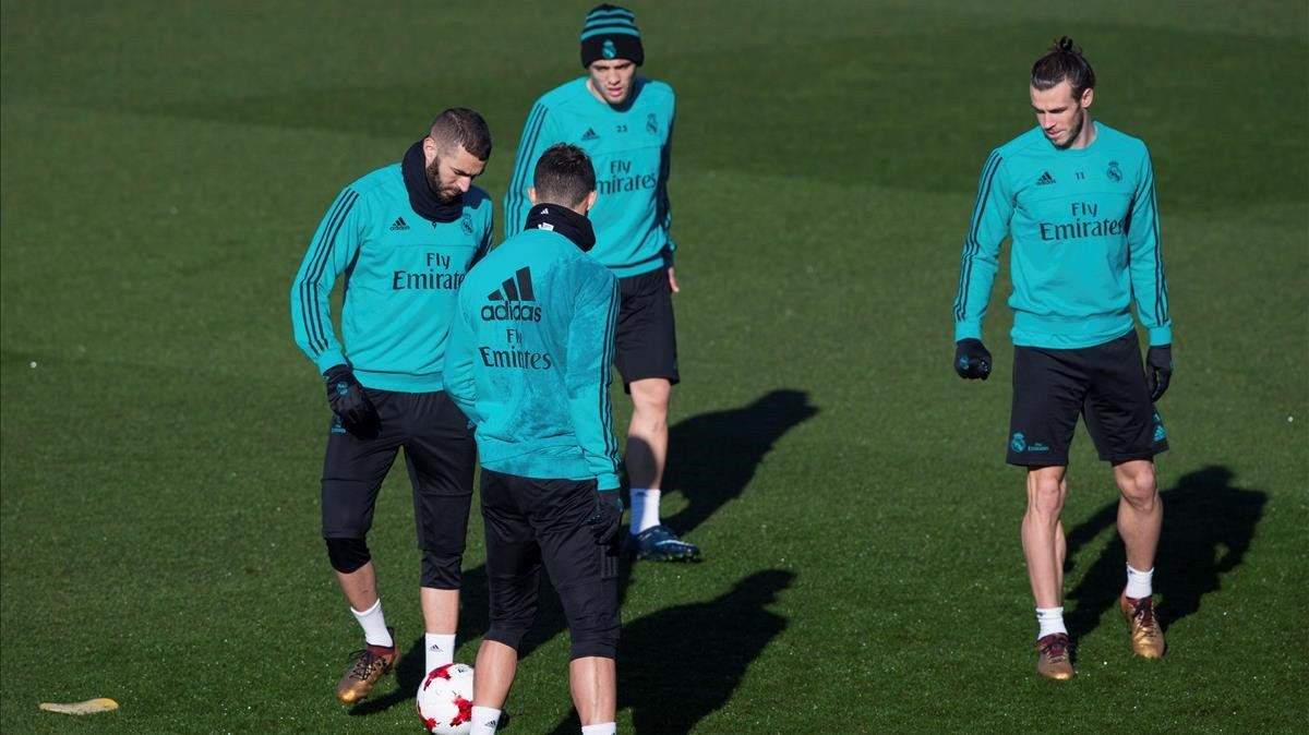 Bale, Cristiano y Benzema, con Kovacic, en el entrenamiento del miércoles del Madrid.