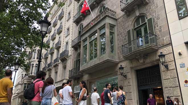 Barcelona vota en las elecciones turcas del domingo 24.