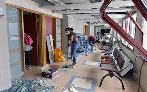 Un hospital de Beirut con graves daños tras la explosión.