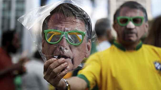 """Bolsonaro : """"Estoy a favor de la tortura"""". El ultraderechista a un paso de la presidencia en Brasil."""