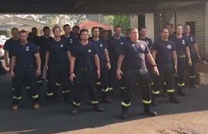 Bomberos de Nueza Zelanda ejecutan una 'haka' por los incendios australianos
