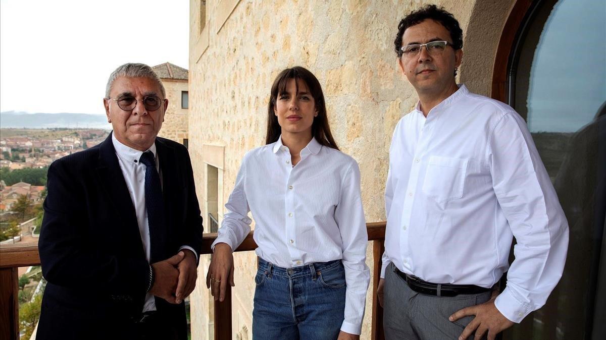 Carlota Casiraghi, con el filósofo Robert Maggiori y el editor Leopoldo Kulesz, en el Hay Festival de Segovia.