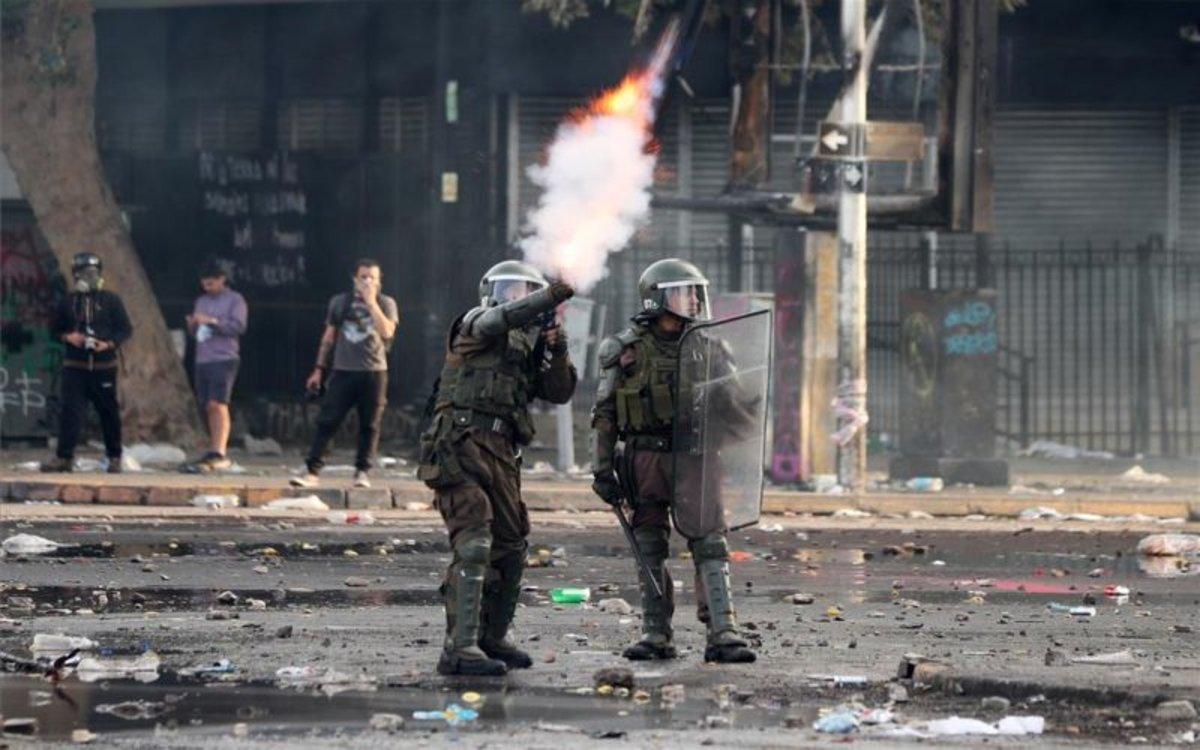 Soldados chilenos dispersan las manifestaciones.