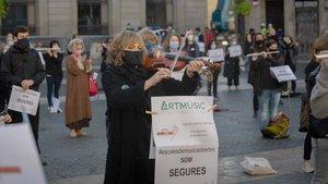 Concierto protesta de las escuelas de música privadas en la plaza de Sant Jaume de Barcelona, el miércoles 18 de noviembre.