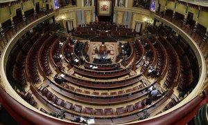 El Congreso de los Diputados, semivacío, durante la comparecencia de Pedro Sánchez para explicar la declaración de estado de alarma el 18 de marzo.