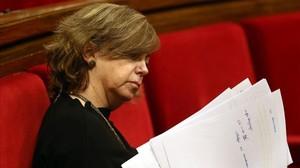La 'consellera' de Governació, Meritxell Borràs, en su escaño del Parlament.