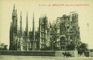 Una de las fotos antiguas de la Sagrada Família que circulan por las redes sociales