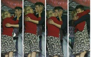 Així va ser el petó de Carmena i Errejón en un acte pels drets LGBTI