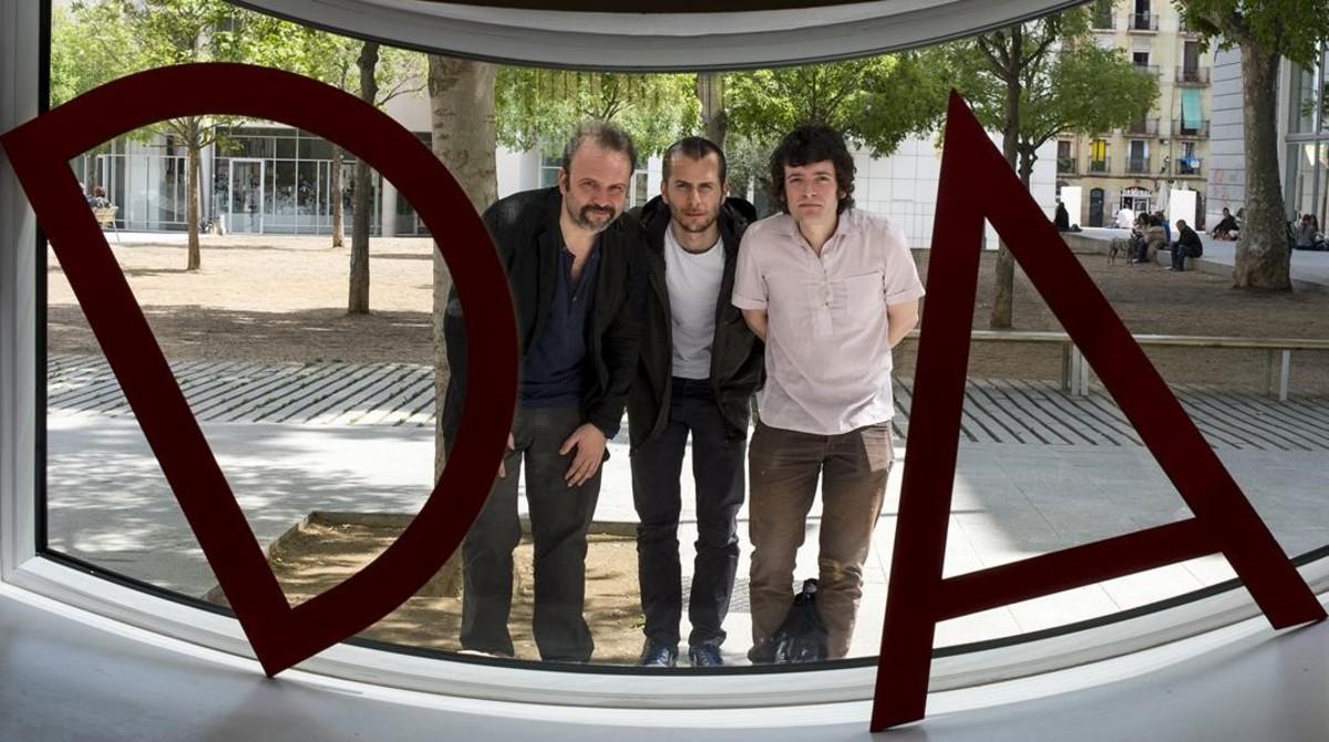De derecha a izquierda, Juan Cavestany, Pablo Hernando y Julian Génisson, directores de Esa sensación.