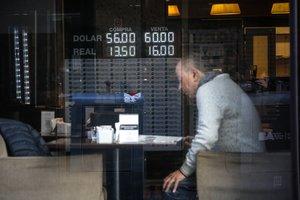 Incertidumbre en Argentina por el tipo de cambio tras la victoria de Fernández.