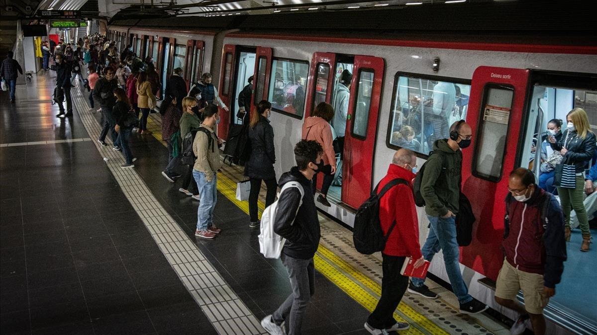 Estación del metro de Barcelona este viernes, a primera hora de la mañana.
