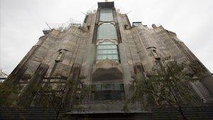 La fachada de la Sagrada Família sobre la calle Mallorca.