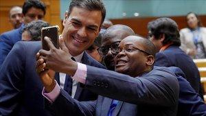 Sánchez prioritza tancar contractes amb Cuba i no veurà dissidents