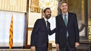 Ferran Torrent y Xavier García Albiol antes de reunirse en el Parlament.