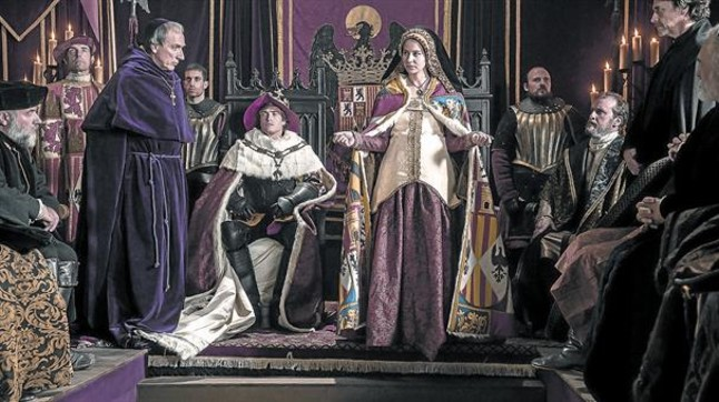 Fotograma de 'La corona partida', protagonizada por Irene Escolar y Raúl Mérida