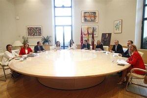 El alcalde y la vicealcaldesade Madrid,Jose Luis Martínez-Almeida yBegoña Villacís, presiden la primera reunión dela Junta del nuevo Gobierno municipal.