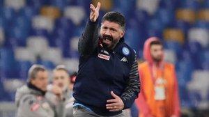 Gennaro Gattuso da órdenes durante el Nápoles-Parma del sábado, partido en el que debutó como entrenador celeste.