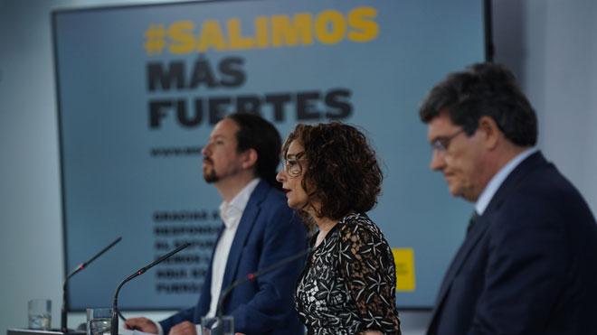 El Gobierno anuncia la aprobación del ingreso mínimo vital. En la foto,Pablo Iglesias, María Jesús Montero y José Luis Escrivá, en la rueda de prensa del Consejo de Ministros.
