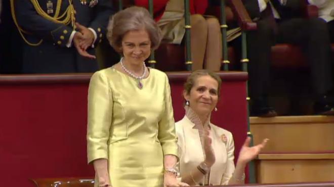 Gran ovació i reconeixement a la Reina Sofia, al Congrés dels Diputats, per les seves funcions durant el regnat.